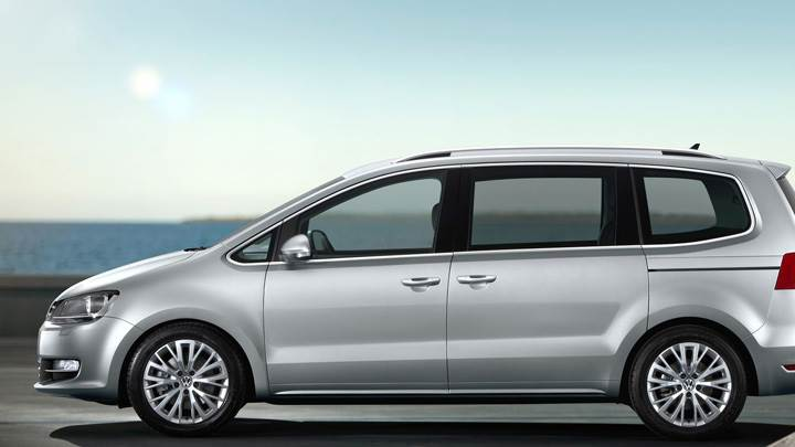 Side Pose Of 2011 Volkswagen Sharan In Silver
